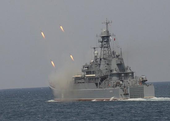 Экипажи больших десантных кораблей ЧФ провели комплексное учение