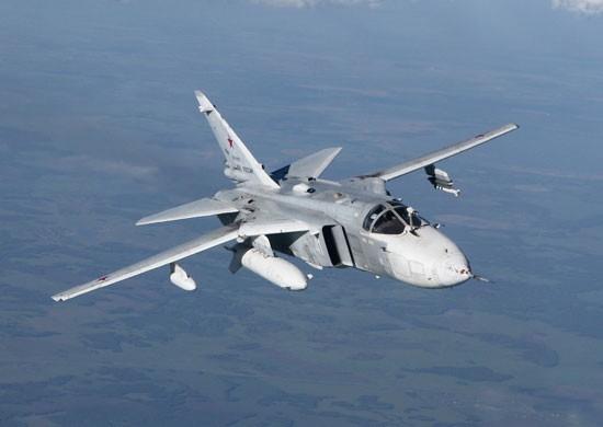 Бомбардировщики Су-24М уничтожили корабли условного противника в Черном море