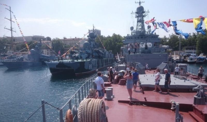 Более тысячи человек посетили корабли на День ВМФ в Севастополе
