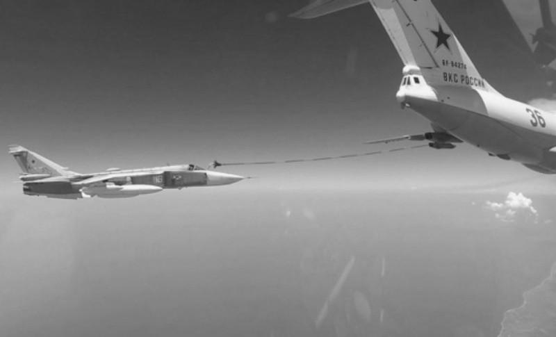 Экипажи Су-30СМ и Су-24М в ходе учения осуществили дозаправку в небе над Крымом