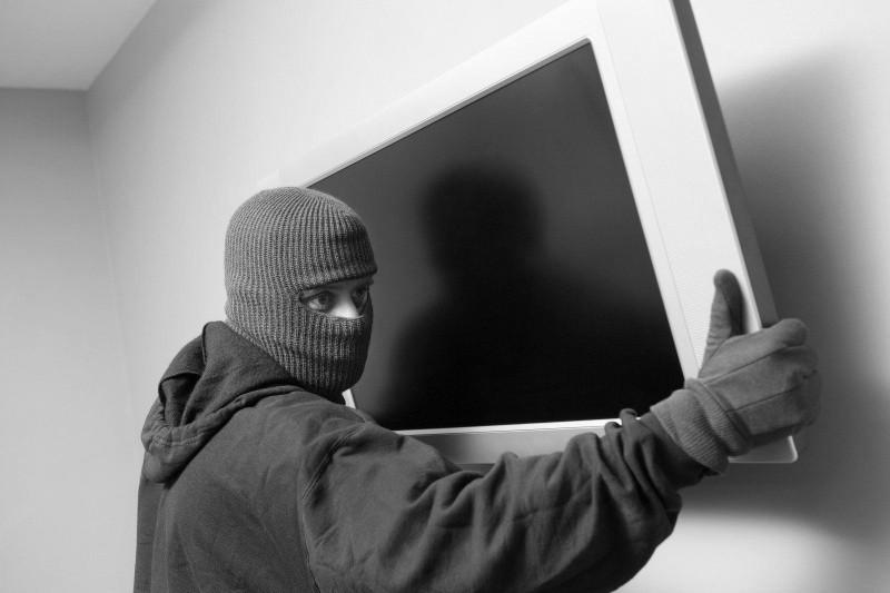 В Севастополе задержан подозреваемый в краже телевизора из детского лагеря