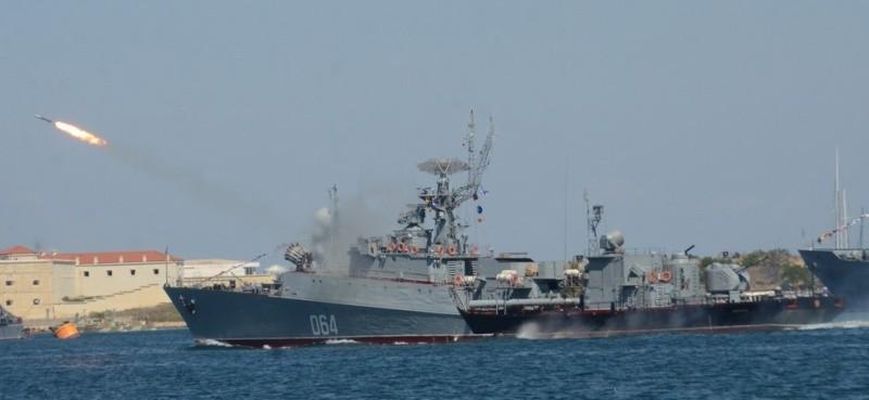 В Севастополе состоялся парад кораблей и военно-спортивный праздник