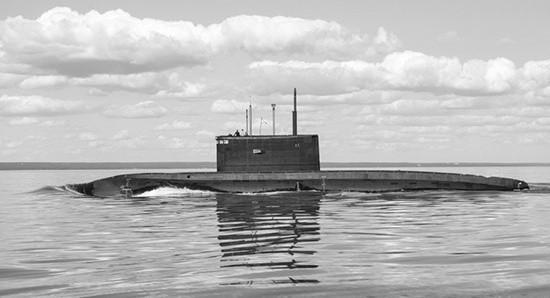 Экипаж подводной лодки «Колпино» провёл учение по покладке на грунт
