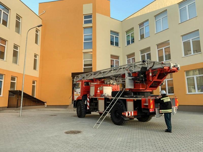 В Севастополе провели пожарно-тактические учения в образовательном учреждении
