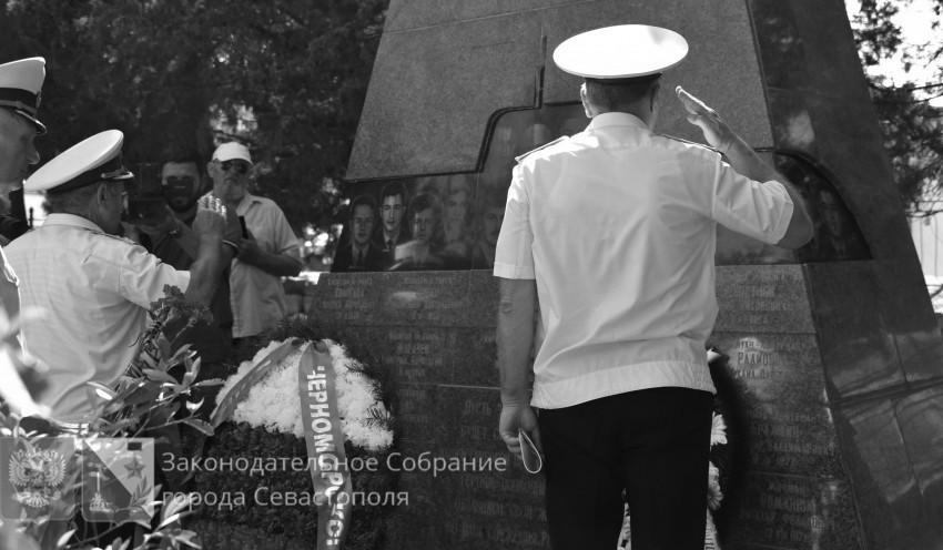В Севастополе почтили память моряков АПЛ «Курск»