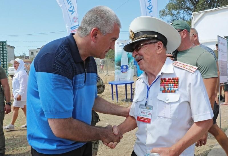 Сергей Аксенов посетил форум «Армия-2020» в Севастополе