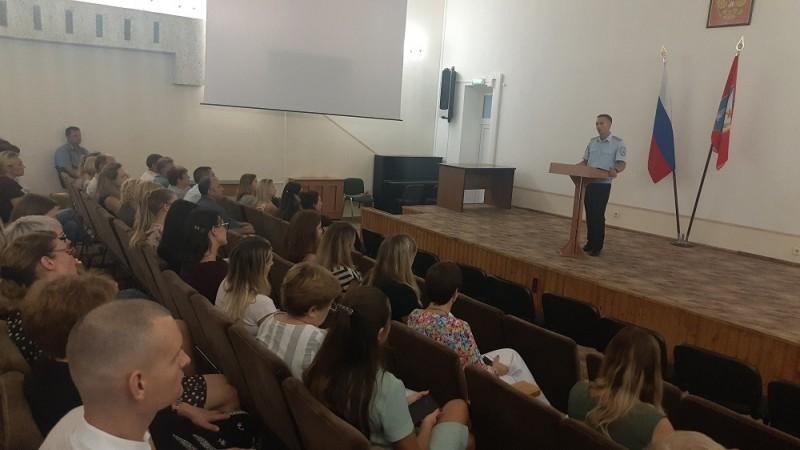 Севастопольские полицейские учат соцработников противодействовать мошенникам