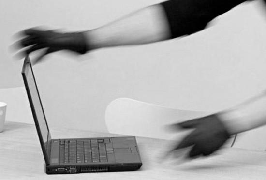 В Севастополе задержали подозреваемого в краже ноутбука из частного дома