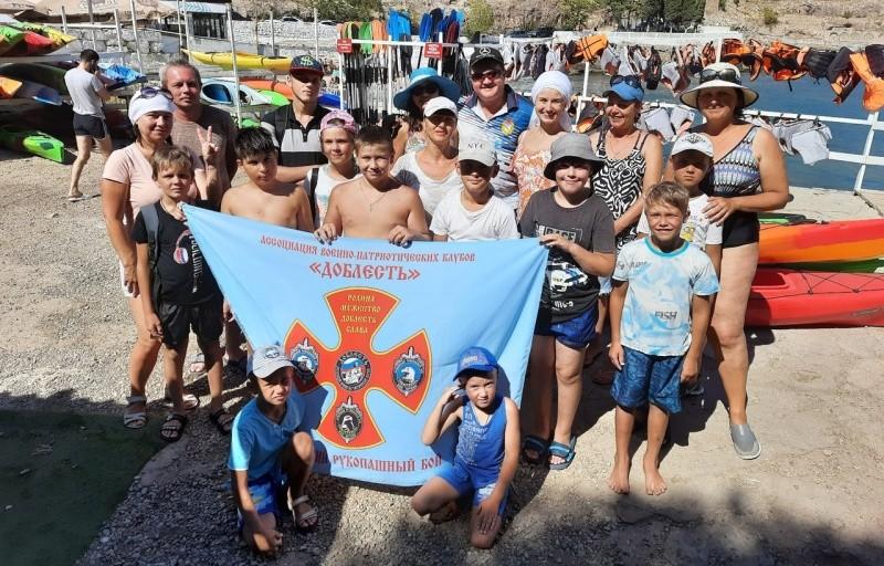 Юные рукопашники Севастополя вышли в море на каяках
