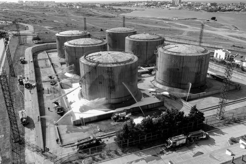 В Севастополе отработали действия при разливе нефтепродуктов