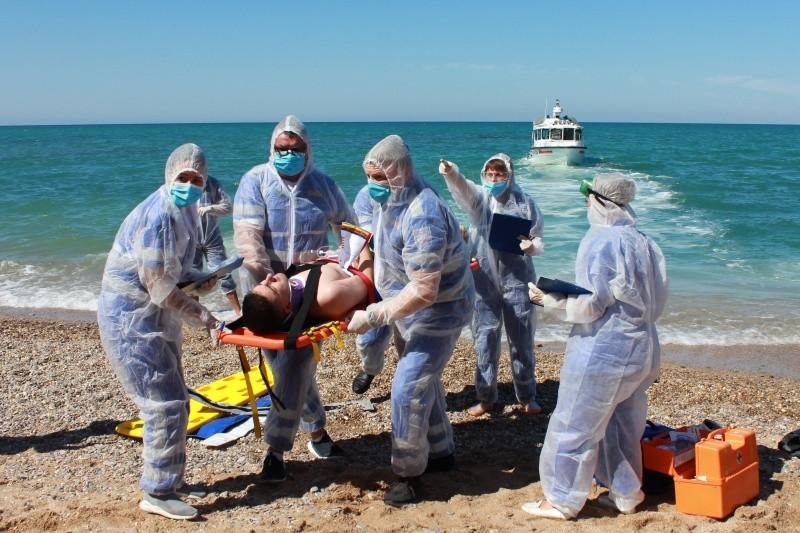 В Севастополе прошли учения по спасению пассажиров судна, потерпевшего бедствие