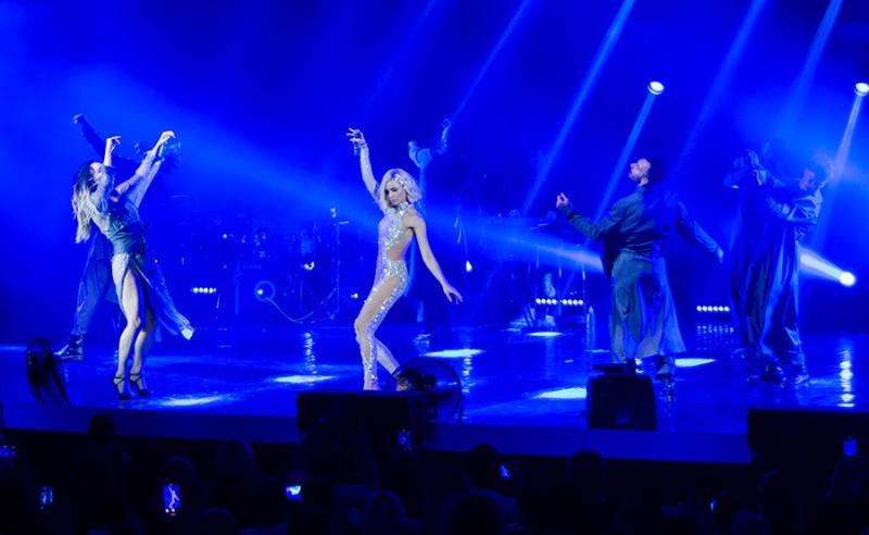 В Севастополе с концертом выступила Полина Гагарина
