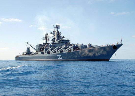 Гвардейский ракетный крейсер «Москва» провёл тренировку по ПВО в пункте базирования
