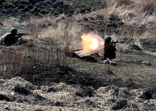 Морские пехотинцы ЧФ выполняют учебно-боевые стрельбы на полигоне
