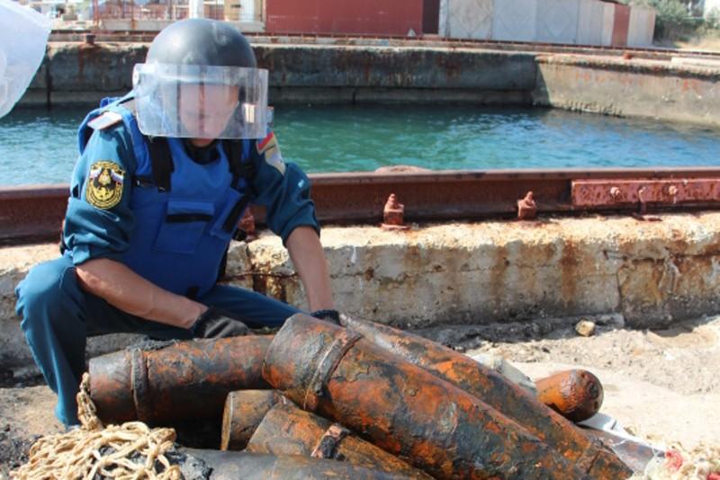 Севастопольские и крымские спасатели продолжают разминирование теплохода «Жан Жорес»
