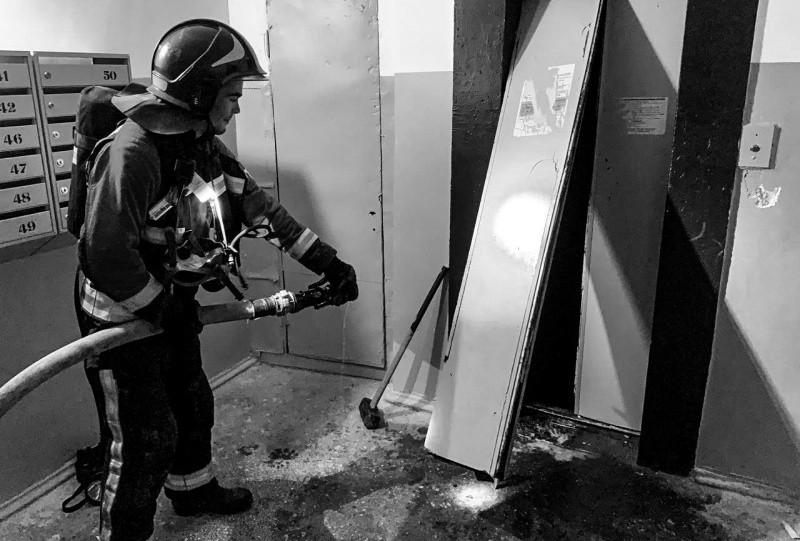 В Севастополе произошел пожар в шахте лифта жилого дома