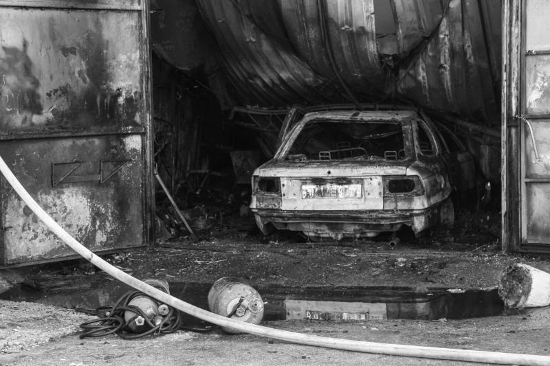 В Севастополе произошел пожар в гаражном кооперативе