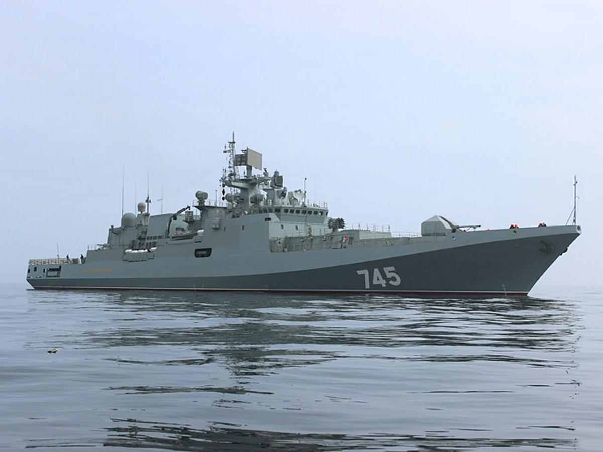«Адмирал Григорович» провел совместное учение с ракетным комплексом «Утес»