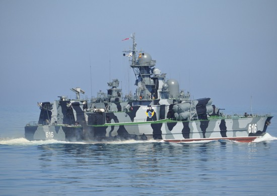 Ракетный корабль на воздушной подушке «Самум» провёл артиллерийские стрельбы