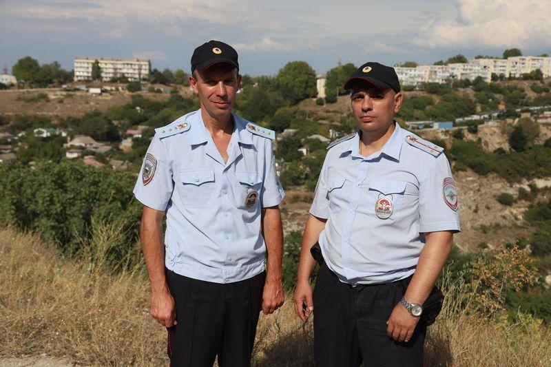 В Севастополе полицейские оказали помощь в тушении пожара