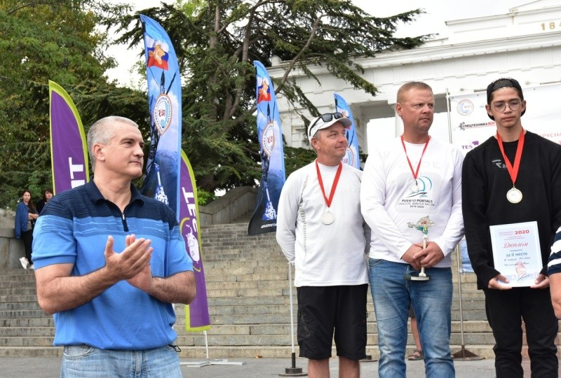 Сергей Аксенов поздравил участников парусной регаты в Севастополе