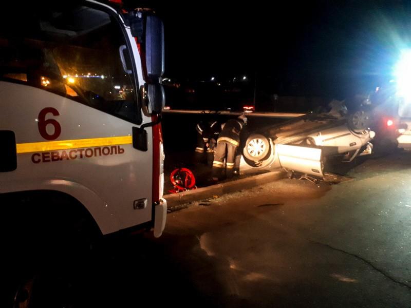 Севастопольские спасатели МЧС оказали помощь пострадавшему в ДТП