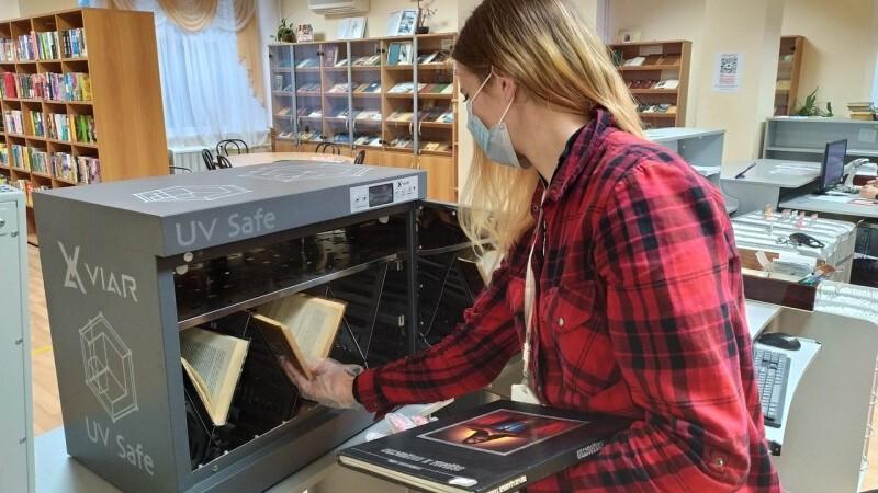 В крымской библиотеке установили обеззараживающие боксы для книг