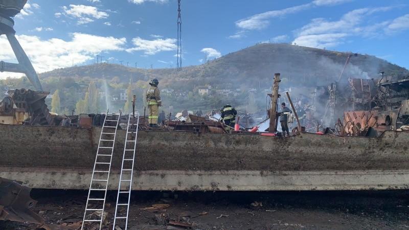 В Севастополе ликвидировали горение мазута на судне