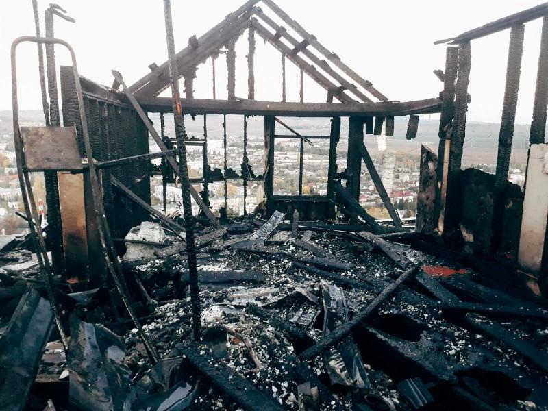 В Севастополе произошел крупный пожар в жилом доме