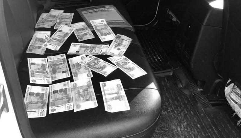 Жительница Волгограда заключена под стражу за дачу взятки и серию мошенничеств
