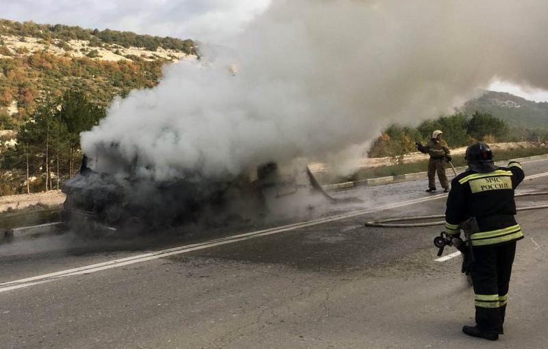 На Президентской трассе в Севастополе загорелся автомобиль