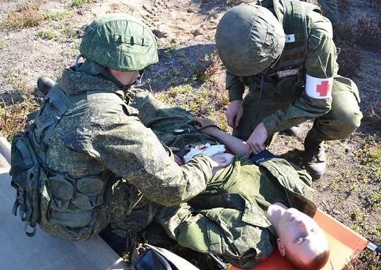На Черноморском флоте новобранцев учат оказывать медицинскую помощь раненым