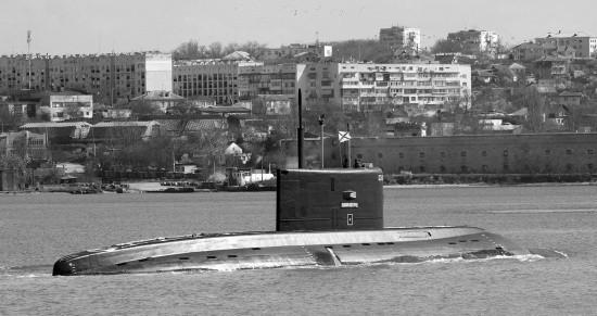 Экипаж подводной лодки «Великий Новгород» провёл учение по постановке мин