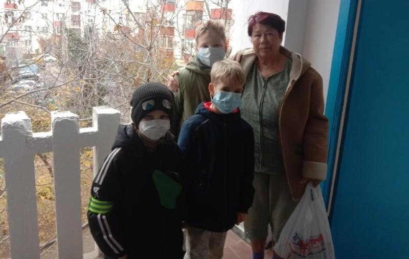 Юные рукопашники Севастополя навестили людей с ограниченными возможностями