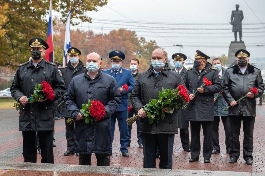 В День Неизвестного солдата в Севастополе почтили память погибших бойцов