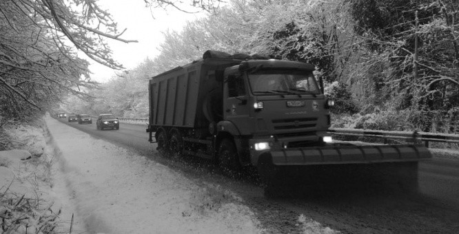 В Севастополе за сутки обработано более 500 километров дорог