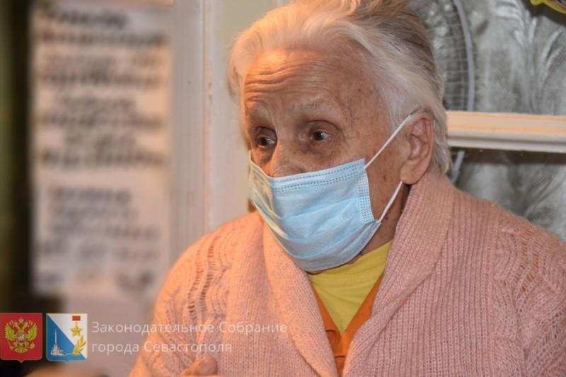 Жительница Севастополя отмечает 100-летний юбилей
