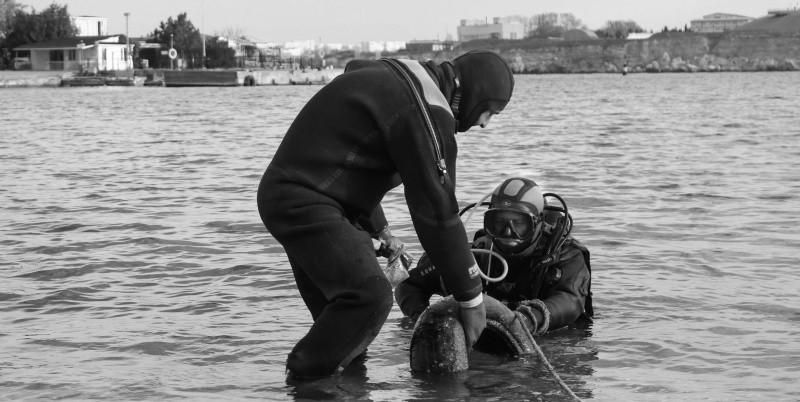 Севастопольские водолазы МЧС обследовали места крещенских купаний