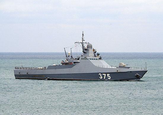 Экипаж патрульного корабля «Дмитрий Рогачев» провел учения в акватории Черного моря