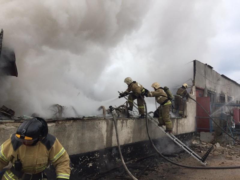 В Гагаринском районе Севастополя произошел крупный пожар