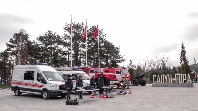 На Сапун-горе прошла выставка техники и оборудования МЧС