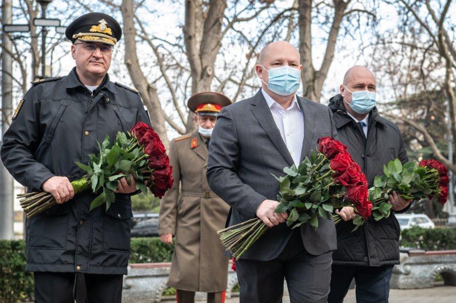В Севастополе почтили память героев Сталинградской битвы
