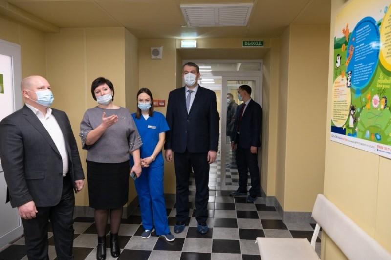 Глава Севастополя посетил отремонтированную детскую поликлинику на улице Ленина