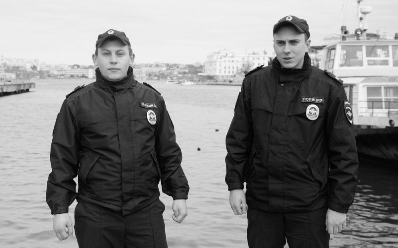 В Севастополе полицейские спасли тонувшего в море мужчину