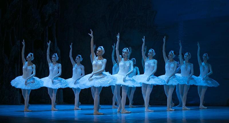В Севастополе показали балет «Лебединое озеро»
