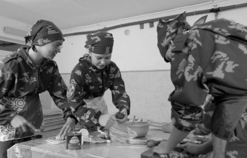 Симферопольский отряд «Юнармии» провёл соревнования «А ну-ка девушки!»