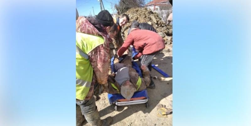 В Крыму спасли мужчину, пострадавшего при обрушении грунта в траншее
