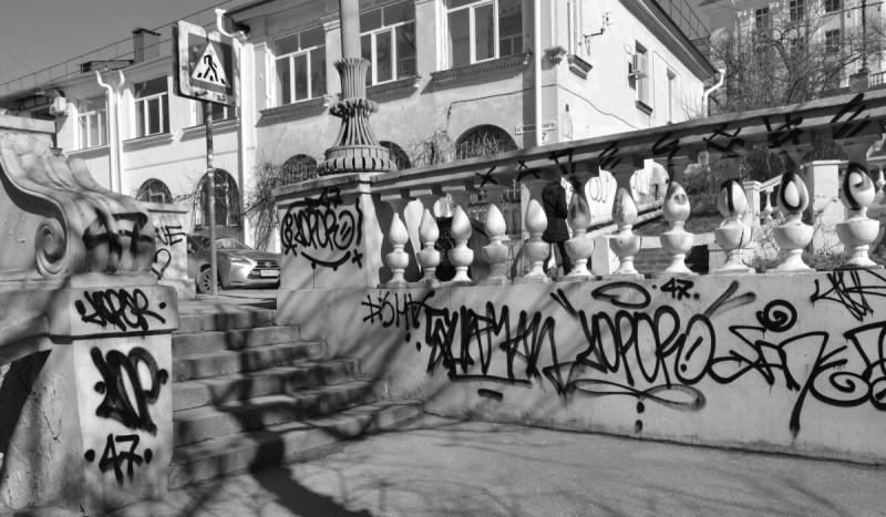 В Севастополе задержали вандалов, разрисовавших Таврическую лестницу