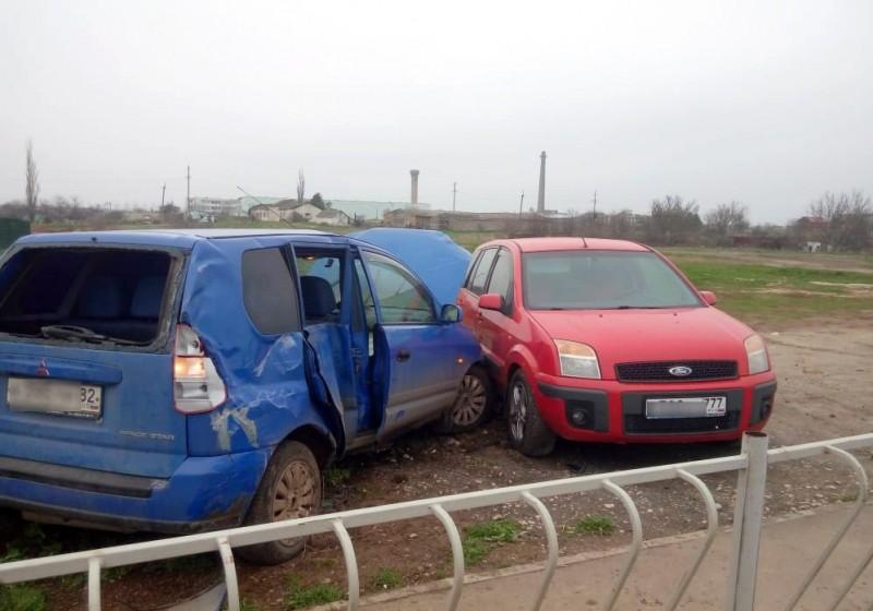 Житель Крыма передал управление автомобилем 12-летнему сыну, в результате чего произошло ДТП
