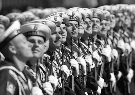 В Севастополе начались тренировки военнослужащих к Параду Победы